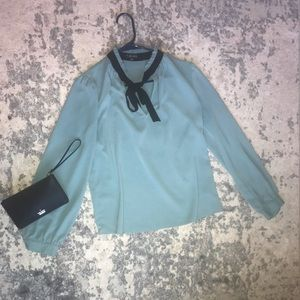 🌸Turquoise w/black detailing blouse Size M🌸